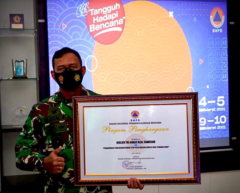 HUT BNPB Ke 13, Danrem 162/WB Terima Penghargaan Dari Kepala BNPB RI