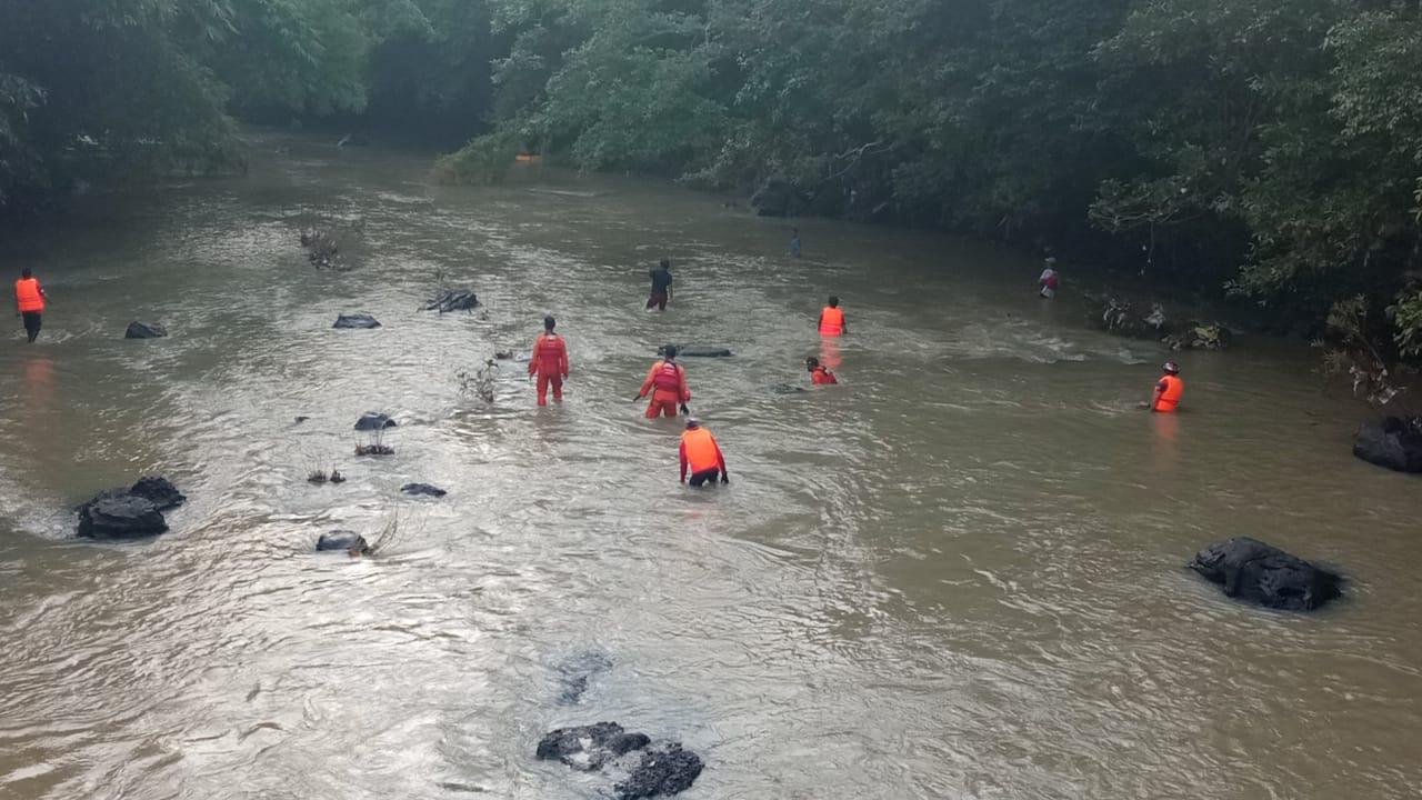 Tiga Anak Perempuan Terseret Air Bah Saat Mandi, Satu Orang Belum Ditemukan