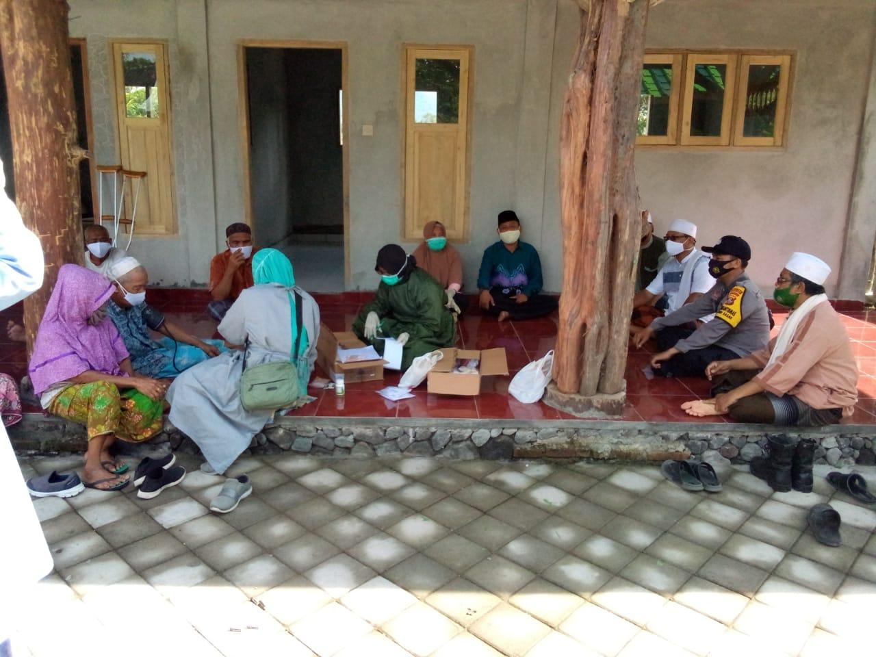 Kendalikan Sebaran Covid-19 di Desanya, Tim Kampung Sehat Desa Giri Sasak Kuripan Perkuat Pengawasan