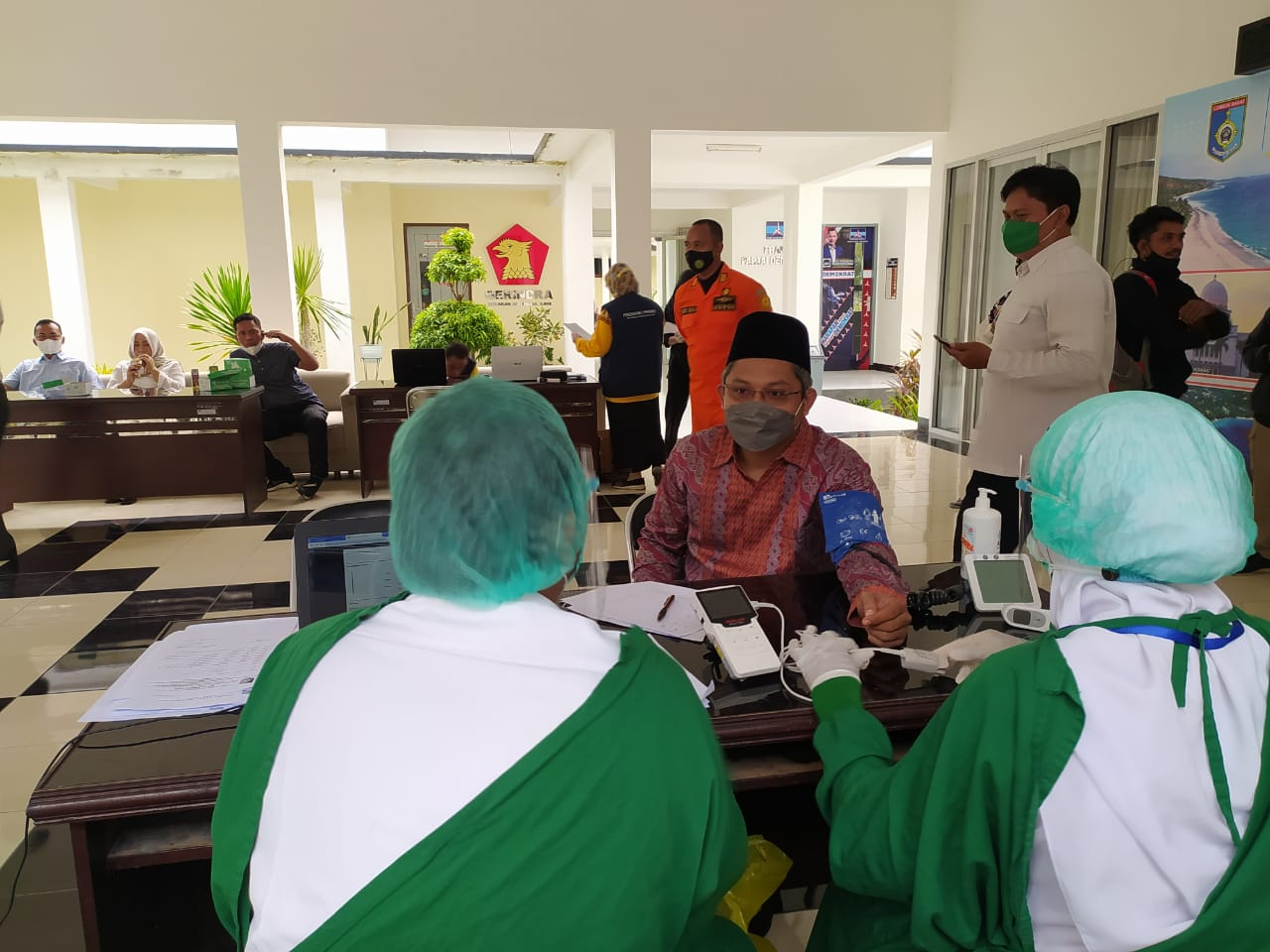 Anggota DPRD Kabupaten Lombok Barat di Vaksinasi Covid-19 Bersama OPD