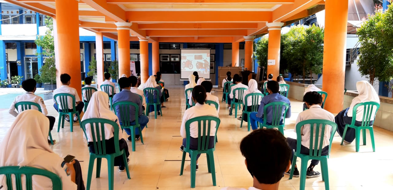 Astra Motor NTB Edukasi Safety Riding SMPN 15 Mataram