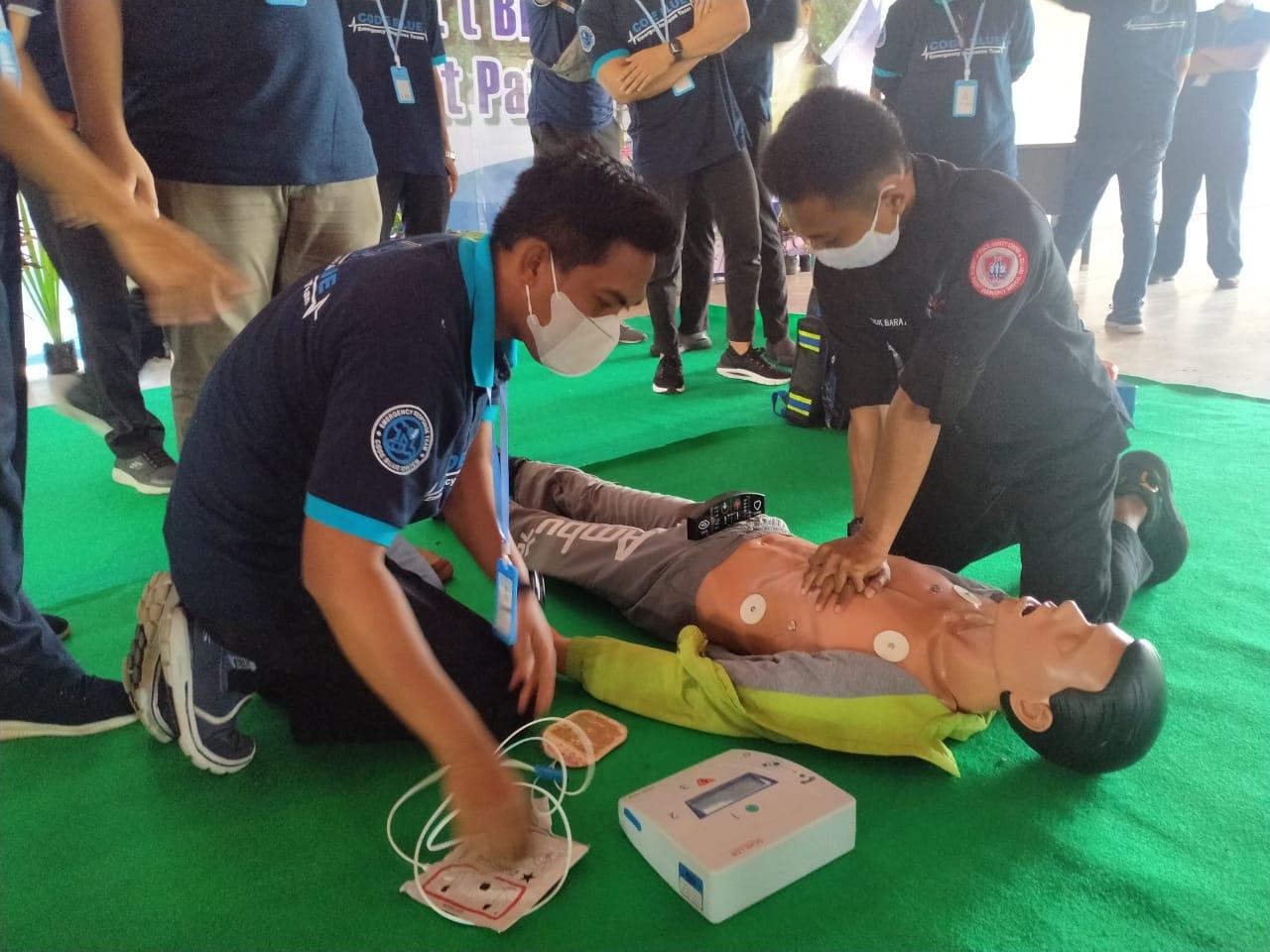 Team Code Blue RSUD Patuh Patut Patju Gelar Training Basic Support (BLS)