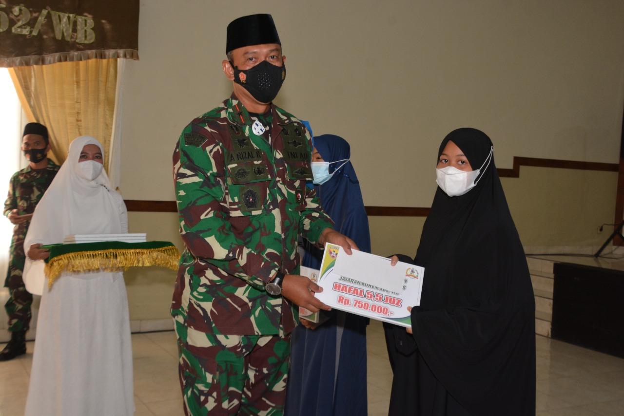 Peringatan Nuzulul Qur'an, Danrem 162/WB Berikan Penghargaan Putra Putri Prajurit Berprestasi