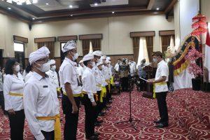 Wali Kota Kukuhkan Pengurus Banjar Hindu Dharma Yasa Pegawai Pemkot Mataram