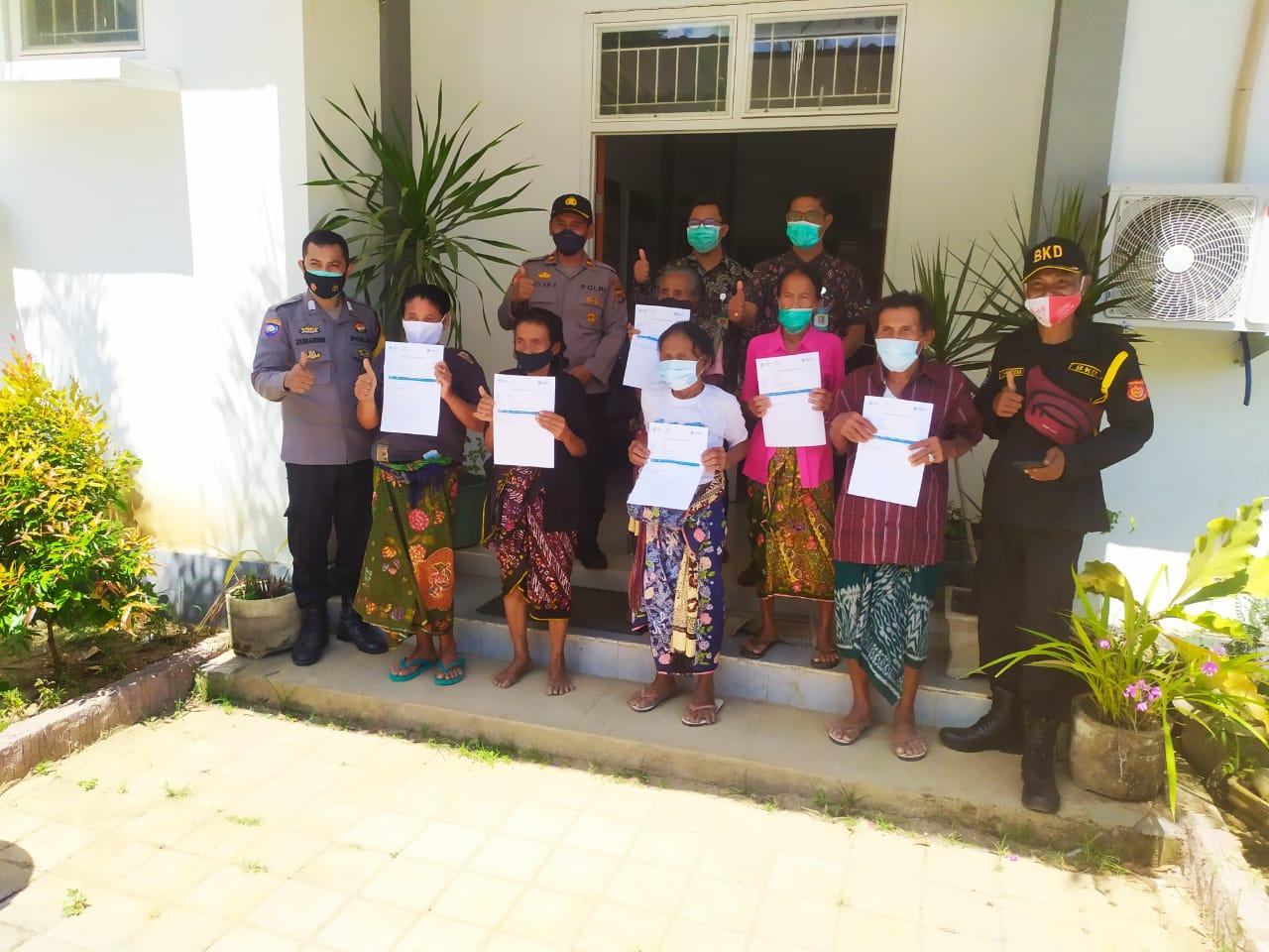Diantar Jemput, Vaksinasi Lansia di Lombok Barat Melebihi Target