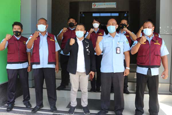 Tim Satgas Indagsi Pangan Polda NTB Dengan Diskop UKM NTB Kerjasama Dalam Penyaluran BPUM.