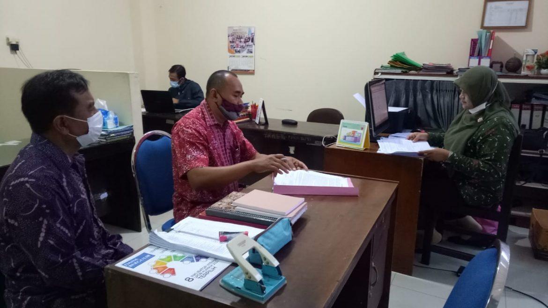 Sejumlah Pejabat Diskop UKM NTB Menerima SK Pelantikan dan Penandatanganan Fakta Integritas