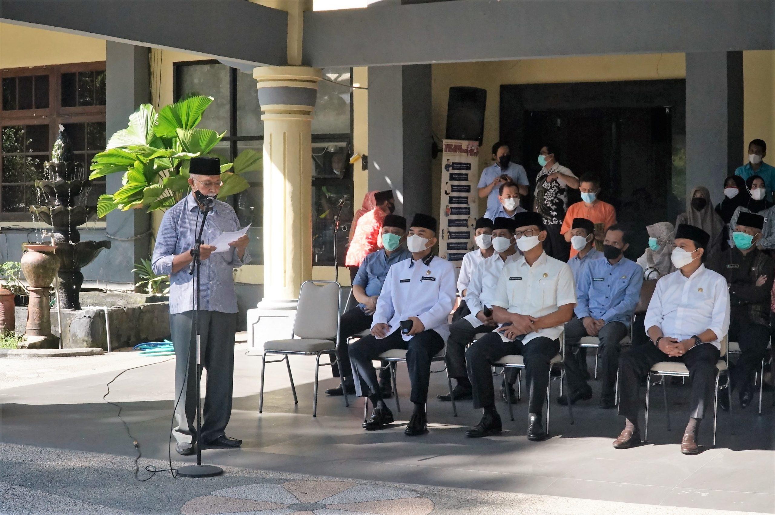 Wali Kota Serahkan Bantuan Kepada Petugas Kebersihan, Marbot dan Lembaga-Lembaga di Kota Mataram