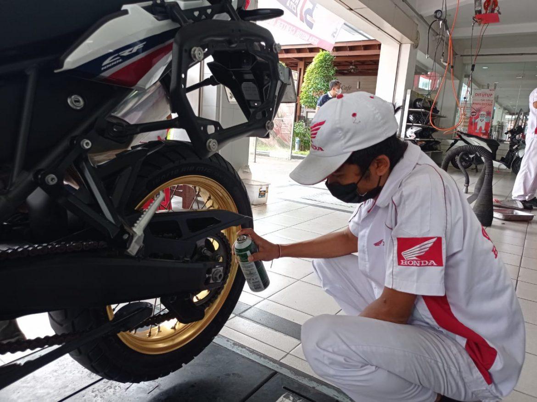 Rawat Rantai Roda Sepeda Motor, Gampang Kok!