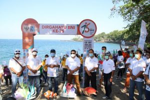 HUT BNI Ke 75 Tanam 1.250 Bibit Terumbu Karang di Kawasan Pantai Senggigi
